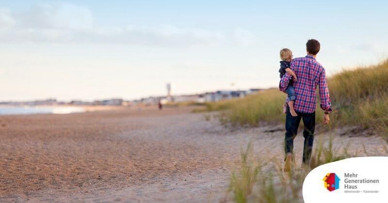 Vater mit Kind am Strand Foto: Pixabay
